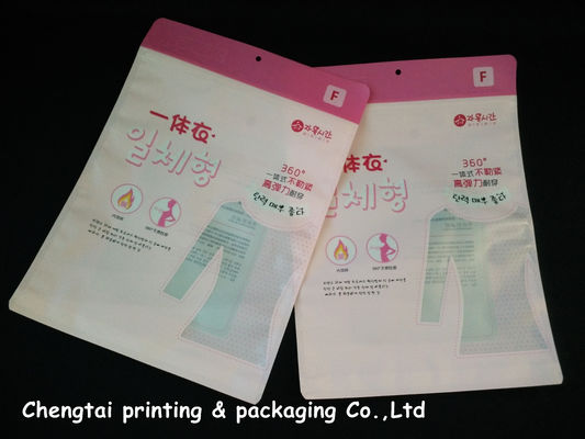 Cina OEM Custom Clothing Packaging Bags / Garment Plastic Pouches Eco - Friendly Distributor